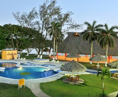 Schwimmbecken Terranova Hotel
